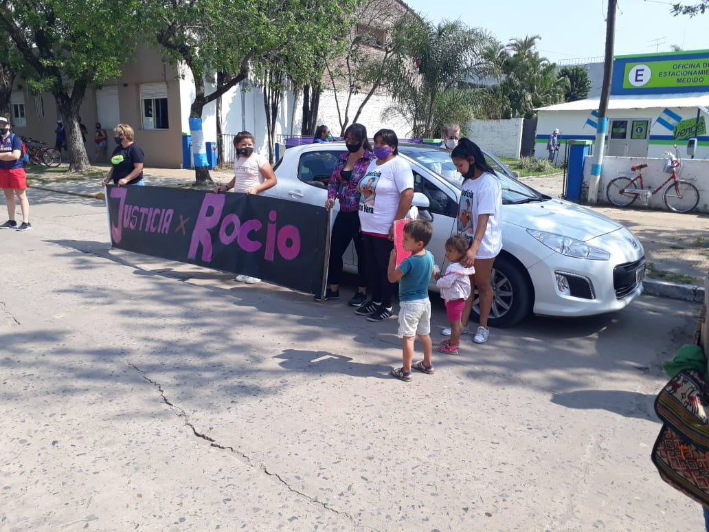 Reclamo a la justicia frente a fiscalía por el caso de Rocío Vera
