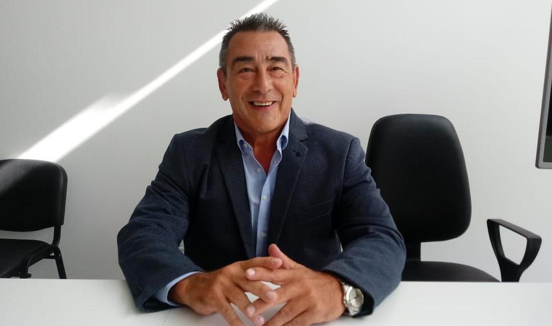 Correa asegura que Vallejos lo echó mediante una conferencia de prensa