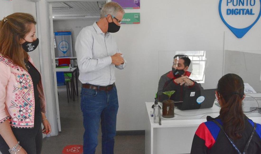 Scarpín visitó el Punto Digital de Barrio Belgrano